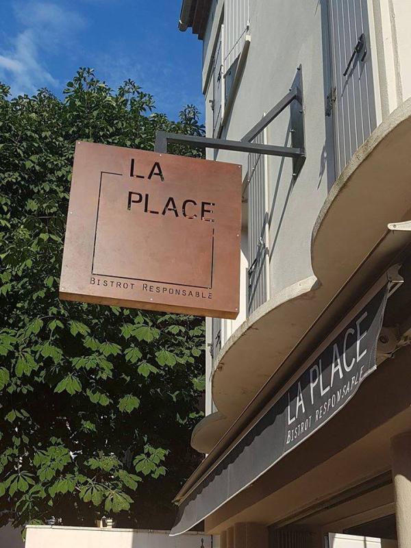 Le restaurant - La place bistrot responsable - Puyloublier